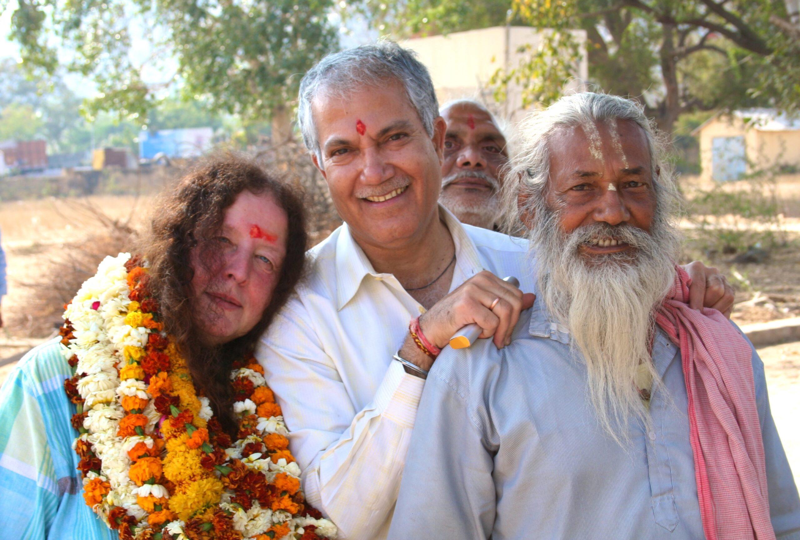 Thea Muckli mit Suresh Kaul und einem Leprakranken